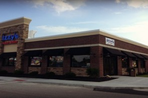 Family Friendly Dining :: Izzy's in Fort Wright