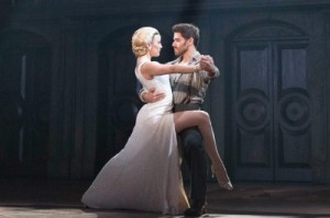 Evita and Che dancing