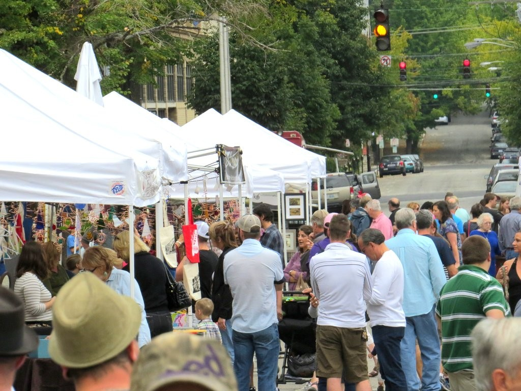 Art Off Pike Crowds copy