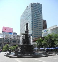 FountainSquareDSCN5804 (235x250)